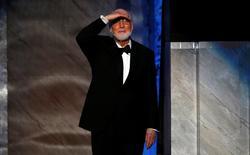 Compositor John Williams entrando em palco para receber prêmio em Hollywood.   09/06/2016       REUTERS/Mario Anzuoni