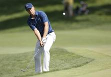 Jun 5, 2016; Dublin, OH, USA; Jordan Spieth hits the ball onto the green of hole during the final round of The Memorial Tournament at Muirfield Village Golf Club.   Joe Maiorana-USA TODAY Sports