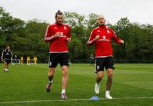 Wales' Gareth Bale and Aaron Ramsey during training Action Images via Reuters / Andrew Couldridge Livepic