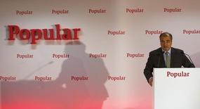 El presidente del Banco Popular, Ángel Ron, dijo el miércoles que la baja rentabilidad es uno de los principales retos que afronta la banca española y la de la eurozona. En esta imagen de archivo, el presidente de Banco Popular, Ángel Ron, durante la presentación de resultados del banco en Madrid, el 30 de enero de 2015. REUTERS/Sergio Pérez