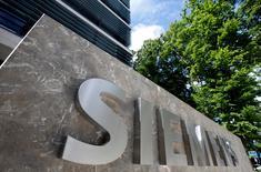 """Gamesa dijo el miércoles que las negociaciones que mantiene con la alemana Siemens para una fusión de sus respectivos negocios eólicos siguen """"abiertas"""", aunque no se ha alcanzado todavía un acuerdo.  En la imagen, la nueva sede de Siemens en Munich, Alemania, el 14 de junio de 2016. REUTERS/Michaela Rehle"""