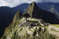 Imagen de archivo de la ciudad inca de Machu Picchu en Cusco, Perú, dic 2, 2014 file photo. La aerolínea panameña Copa y la colombiana Avianca lanzarán nuevas rutas hacia Perú con conexión directa a los dos destinos turísticos más atractivos del país andino, que aliviarán al saturado aeropuerto de Lima, dijo el jueves el Gobierno.   REUTERS/Enrique Castro-Mendivil/Files