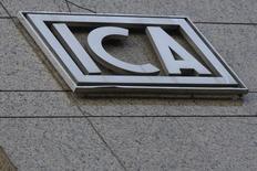 El logo de la constructora mexicana ICA, en un edificio en Ciudad de México. 8 de marzo de 2016. La atribulada constructora mexicana ICA anunció el viernes que obtuvo un crédito de 215 millones de dólares de la firma Fintech, que usará para financiar capital de trabajo y nuevos contratos mientras busca negociar con sus acreedores la reestructuración de su pesada deuda. REUTERS/Edgard Garrido
