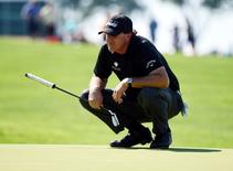 Jun 17, 2016; Oakmont, PA, USA; Phil Mickelson lines up a putt on the 1st green during the second round of the U.S. Open golf tournament at Oakmont Country Club. Mandatory Credit: Kyle Terada-USA TODAY Sports