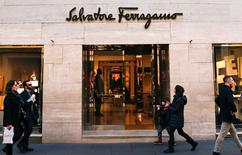 People walks past a Salvatore Ferragamo shop in downtown Rome, Italy, February 10, 2016.  REUTERS/Tony Gentile/File Photo