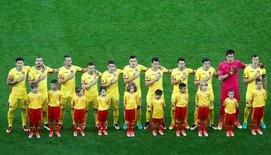 Football Soccer - Romania v Albania - EURO 2016 - Group A - Stade de Lyon, Lyon, France - 19/6/16 -  Romania's players listen to national anthem before the match. REUTERS/Max Rossi