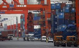 Контейнеры с грузом в порту Токио. Японский экспорт снизился максимально за четыре месяца в мае из-за перебоев в каналах поставок в связи с землетрясением в префектуре Кумамото и замедлением роста на развивающихся рынках, которое сулит ухудшение торговых перспектив в текущем квартале.  REUTERS/Toru Hanai