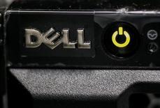 Le fonds de rachat d'entreprises Francisco Partners et la branche de private equity du fonds activiste Elliott Management seraient en négociations avancées avec Dell en vue de lui racheter sa division de logiciels pour plus de deux milliards de dollars (1,8 milliard d'euros), /Photo prise le 21 avril 2016/REUTERS/Gleb Garanich