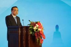 El primer ministro chino, Li Keqiang, da un discurso en Pekín, China. 19 de mayo de 2016. China mantendrá una política monetaria prudente y una política fiscal proactiva, dijo el primer ministro Li Keqiang según fue citado el martes por la televisión estatal local. REUTERS/Jason Lee