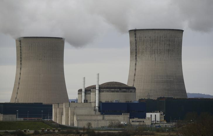 Two cooling towers and pressurized water reactors of the nuclear power plant of French supplier Electricite de France (EDF) are pictured in Cattenom, eastern France, January 27, 2016. REUTERS/Wolfgang Rattay