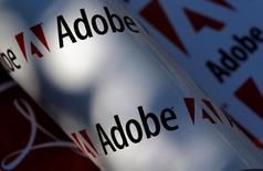 Las previsiones de ventas de Adobe Systems para el segundo trimestre y todo el año apenas cumplieron con las previsiones de los analistas, lo que decepcionó a inversores que esperaban que la demanda por las suscripciones a los programas de su suite Creative Cloud superaría las expectativas. En la imagen, el logo de Adobe en una fotoilustración realizada en Viena REUTERS/Leonhard Foeger/File Photo