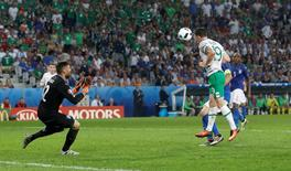 Football Soccer - Italy v Republic of Ireland - EURO 2016 - Group E - Stade Pierre-Mauroy, Lille, France - 22/6/16 Republic of Ireland's Robbie Brady scores their first goal  REUTERS/Carl Recine