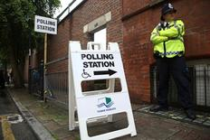 A policeman stands outside a polling station in Tower Hamlets in London, Britain June 23, 2016.   REUTERS/Neil Hall