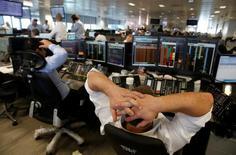 El Banco Central Europeo (BCE) dijo el viernes que está preparado para suministrar liquidez al euro y otras divisas de ser necesario, después de que Reino Unido votara a favor de salir de la Unión Europea, haciendo caer en picado a los mercados financieros de todo el mundo. En la imagen, un trader de BGC en su sede del distrito financiero de Londres  reacciona durante la sesión del 24 de junio de 2016 .  REUTERS/Russell Boyce