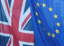 Bandeira britânica e da União Europeia vistas em Londres.    24/06/2016     REUTERS/Toby Melville