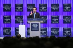 Lors du Forum économique mondial à Tianjin, le Premier ministre chinois, Li Keqiang, a déclaré lundi que le Brexit augmentait les incertitudes qui pèsent sur l'économie mondiale et a réaffirmé la volonté de Pékin de voir une Union européenne unie et stable et un Royaume-Uni prospère. /Photo prise le 27 juin 2016/REUTERS/Wang Zhao/Pool
