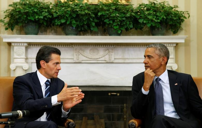 U.S. President Barack Obama (R) meets Mexican President Enrique Pena Nieto at the White House in Washington January 6, 2015. REUTERS/Kevin Lamarque