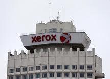 Xerox, à suivre mardi sur les marchés américains. L'investisseur Carl Icahn a porté sa participation dans le groupe américain, qui a décidé de se scinder en deux entités indépendantes, à 9,78% à la date de lundi, contre 9,18% en janvier, selon un document de la SEC. /Photo prise le 21 mars 2016/REUTERS/Vasily Fedosenko