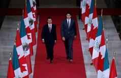Canada's Prime Minister Justin Trudeau (R) and Mexico's President Enrique Pena Nieto walk in the Hall of Honour on Parliament Hill in Ottawa, Ontario, Canada, June 28, 2016. REUTERS/Chris Wattie