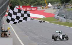 Mercedes driver Nico Rosberg takes the chequered flag to win the Austrian F1 Grand Prix at the Red Bull Ring circuit in Spielberg, Austria, June 21, 2015. REUTERS/Valdrin Xhemaj/Pool
