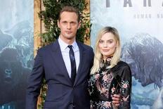 Alexander Skarsgard e Margot Robbie posam em lançamento de Tarzan em Hollywood.  27/6/2016. REUTERS/Danny Moloshok