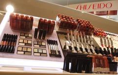 Le groupe japonais Shiseido annonce le rachat de la licence mondiale des lignes de parfums, maquillage et soin de la maison de mode italienne Dolce & Gabbana. /Photo d'archives/REUTERS/Yuriko Nakao