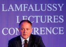 Benoit Coeuré, miembro del directorio ejecutivo del BCE, durante una conferencia en Budapest, Hungría. 1 de febrero de 2016. El Fondo Monetario Internacional juega un papel clave en la resolución de crisis de deuda soberana en Europa y otros lugares, dijo el viernes el miembro del directorio ejecutivo del Banco Central Europeo Benoît Coeuré. REUTERS/Laszlo Balogh