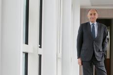 Dès son arrivée à la tête d'Air France-KLM ce lundi, Jean-Marc Janaillac va devoir éviter de nouvelles grèves chez Air France tout en continuant à réduire les coûts dans un contexte de baisse des recettes et de remontée des cours du pétrole, estiment des analystes et des observateurs. /Photo prise le 1er mai 2016/REUTERS/Gonzalo Fuentes