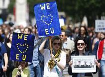 """Демонстрация противников Brexit в Лондоне. 2 июля 2016 года. После того как Великобритания нанесла травму самой себе, приняв решение о выходе из Евросоюза, лучшим способом ограничения взаимного экономического и политического вреда для нее можно назвать модель """"Отеля Калифорния"""". REUTERS/Neil Hall"""
