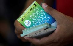 Ingressos dos Jogos Rio 2016 vistos em bilheteria no Rio de Janeiro.   20/06/2016       REUTERS/Ricardo Moraes