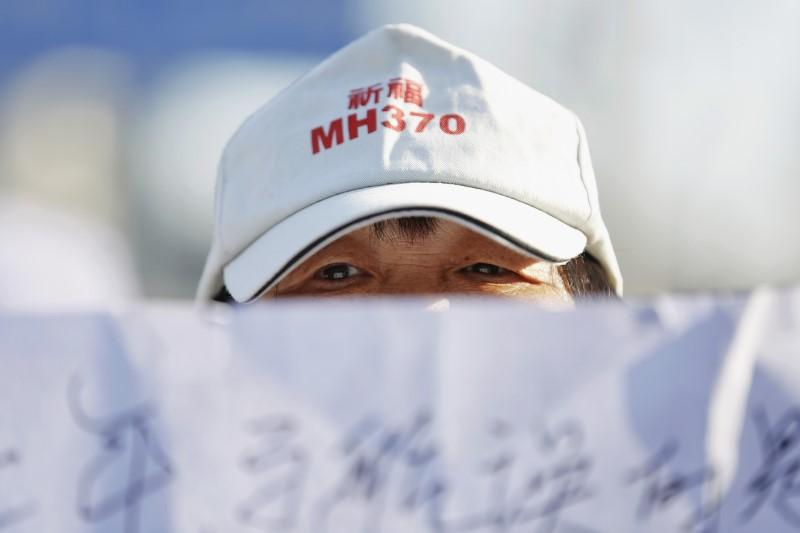 Bad weather holds up Indian Ocean search for missing Malaysia MH370 aircraft