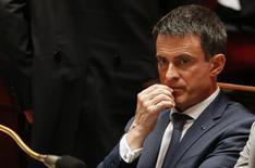 El primer ministro francés, Manuel Valls, en la Asamblea Nacional en París, jul 6, 2016. El Gobierno francés se comprometió el miércoles a convertir el régimen fiscal de los expatriados en el más favorable en Europa, en un intento de atraer a los negocios bancarios afectados por la decisión británica de abandonar la Unión Europea.   REUTERS/Regis Duvignau