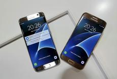 Samsung Electronics anticipe une hausse de 17,4% de son bénéfice d'exploitation du trimestre avril-juin grâce à des ventes de smartphones Galaxy S7 soutenues. /Photo d'archives/REUTERS/Albert Gea