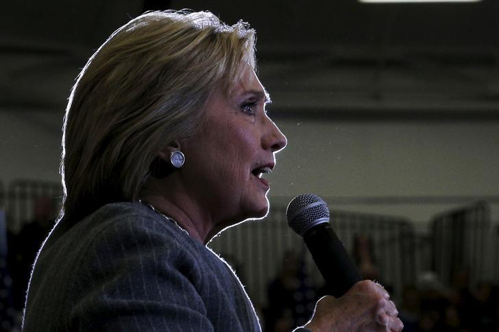 U.S. Democratic presidential candidate Hillary Clinton speaks during a ''Get Out to Caucus'' rally in Council Bluffs, Iowa January 31, 2016, one day before Iowa's first-in-the-nation caucus.    REUTERS/Brian Snyder
