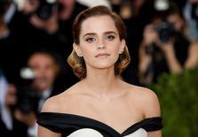 """La actriz Emma Watson llega a una gala en Nueva York, Estados Unidos. 2 de mayo de 2016. La película """"La Colonia"""", un filme sobre un centro de tortura en la dictadura chilena protagonizado por Emma Watson, recaudó apenas 61 dólares en la taquilla británica durante el fin de semana de su estreno en solo tres cines. REUTERS/Eduardo Munoz/Files"""