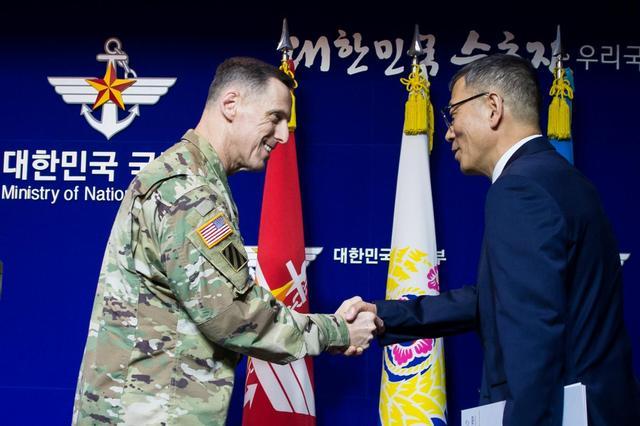 South Korean Defense Ministry's Deputy Minister Yoo Jeh-seung (R) shakes hands with the commander of U.S. Forces Korea's Eighth Army Lieutenant General Thomas Vandal after a news conference about deploying the Terminal High Altitude Area Defense (THAAD) anti-missile system, at the Defense Ministry in Seoul, South Korea, July 8, 2016.  You Seung-kwan/News1 via REUTERS