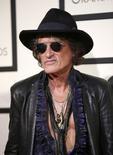 En la imagen, el músico Joe Perry en la gala de los Grammy en Los Ángeles, California, EEUU, el 15 de febrero de 2016.  El guitarrista de Aerosmith Joe Perry colapsó el domingo después de abandonar el escenario donde estaba tocando en Nueva York y fue hospitalizado, de acuerdo con reportes de medios. REUTERS/Danny Moloshok