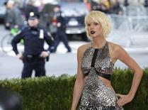 Певица и автор песен Тейлор Свифт у Метрополитен-музея в Нью-Йорке 2 мая 2016 года. Американская певица возглавила список самых высокооплачиваемых звезд по версии Forbes. REUTERS/Eduardo Munoz