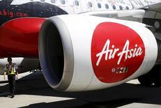 Le PDG d'AirAsia Tony Fernandes a annoncé mardi une commande de 100 A321neo à Airbus, un contrat d'une valeur de 12,6 milliards de dollars (11,4 milliards d'euros) aux prix catalogue. /Photo d'archives/REUTERS/Olivia Harris