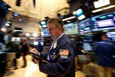 Traders work on the floor of the New York Stock Exchange (NYSE) in New York City, U.S., July 11, 2016.  REUTERS/Brendan McDermid