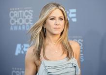 Atriz Jennifer Aniston chega para evento em Santa Monica  17/01/ 2016.  REUTERS/Danny Moloshok