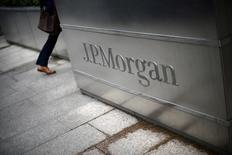 A man walks into the JP Morgan headquarters at Canary Wharf in London May 11, 2012.  REUTERS/Dylan Martinez/File Photo