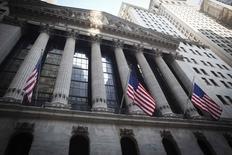 Le Dow Jones a gagné 0,73%, à 18.506,41 points à la clôture jeudi, après être monté en séance jusqu'à 18.537,57.  /Photo d'archives/REUTERS/Carlo Allegri