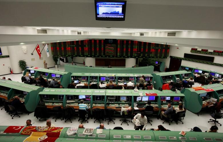 Traders work during the afternoon session at the Stock Exchange in Istanbul November 22, 2012. REUTERS/Osman Orsal