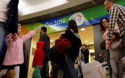 Fila de passageiros vista no aeroporto de Congonhas, São Paulo, após implementação de novas regras de segurança.     18/07/2016   REUTERS/Nacho Doce