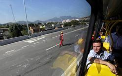 Prefeito do Rio, Eduardo Paes, viaja em BRT para Olimpíada.  4/7/2016. REUTERS/Ricardo Moraes