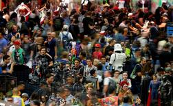 Attendees crowd the convention floor during opening day of Comic-Con International in San Diego, California, United States July 21, 2016.  REUTERS/Mike Blake