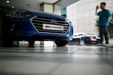 Hyundai Motor's Avante also known as Elantra in U.S. is seen at a dealership in Seoul, South Korea, July 20, 2016.   REUTERS/Kim Hong-Ji