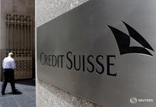 Здание Credit Suisse в Нью-Йорке. Credit Suisse неожиданно отчитался о получении чистой прибыли по итогам второго квартала, удивив аналитиков, прогнозировавших убыток третий квартал подряд.  REUTERS/Brendan McDermid