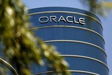 El logo de Oracle en su campus en Redwood, California. 15 de junio de 2015. La compañía de software Oracle Corp anunció el jueves que comprará a NetSuite Inc en un acuerdo valorado en cerca de 9.300 millones de dólares, con el que busca expandirse en el mercado en nube, que vive una rápida expansión. REUTERS/Robert Galbraith